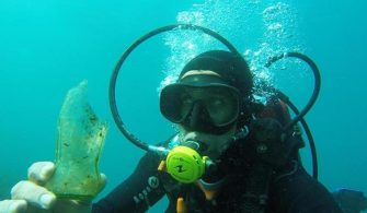 Bodrum'da dalgıçlar deniz dibini temizledi
